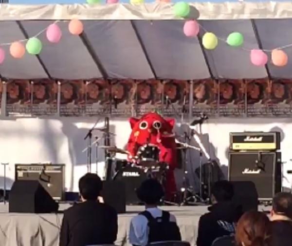 にゃんごすたー動画 X JAPAN紅のドラムを超絶テクニックで叩くゆるキャラ