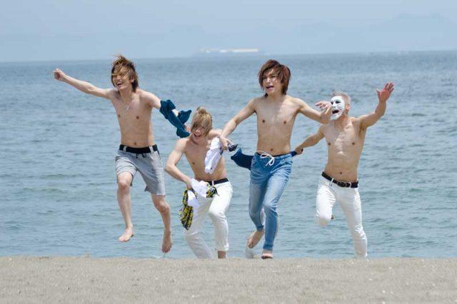 8/23(水)各局テレビ「CM INDEX」でゴールデンボンバー『ICE BOX』CMオンエア!