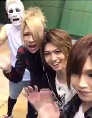 8/21(月)「ZIP!」ゴールデンボンバー神宮花火ライブインタビューをオンエア!動画