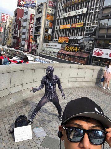 樽美酒研二のSNSに載った喜矢武さん似スパイダーマンがライブ参戦
